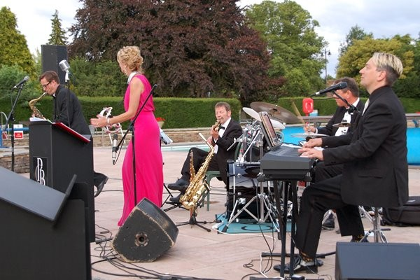 A Swinging Summer Evening with Peter Gill at Sandford Parks Lido