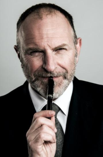 www.glos.info Interviews Comedian Simon Evans