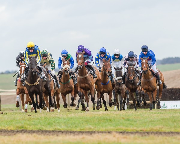 Runners tightly packed at Barbury