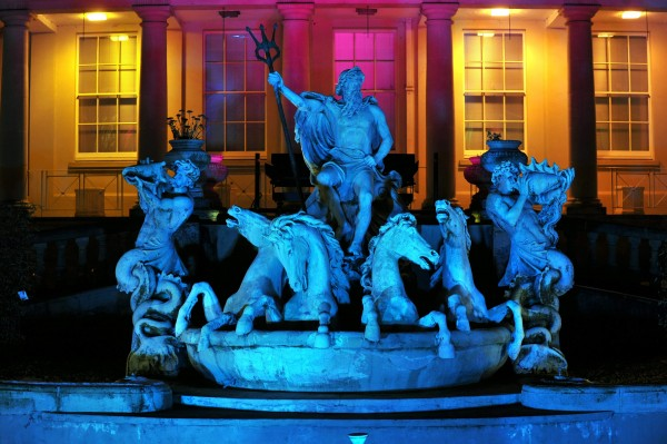neptune-fountain-lit.jpg