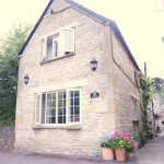 3 Bedroom Cottage in Kath's Cottage, Magpie Alley, Church Street, OX7 - £950
