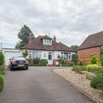 3 bedroom Detached Bungalow For Sale - Brookfield Lane, Churchdown, GL3 2PP - £465,000