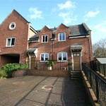 2 bedroom House For Sale - £290,000