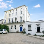 2 bedroom Flat for sale - £299,950