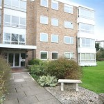 2 bedroom Flat For Sale - £270,000
