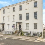 3 bedroom Flat For Sale - £317,500