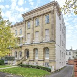 3 bedroom Flat For Sale - £525,000